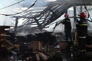 Cháy lớn nhà xưởng công ty gỗ ở Bình Dương