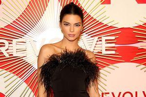 Kendall Jenner đọ dáng quyến rũ cùng dàn siêu mẫu nội y