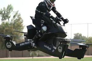 Ngỡ phim viễn tưởng nhưng là thật: cảnh sát Dubai lượn xe máy bay trên trời