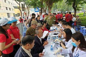 Bộ trưởng Y tế Nguyễn Thị Kim Tiến đạp xe truyền tải thông điệp phòng chống đái tháo đường
