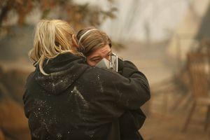 Cháy rừng bủa vây California, hơn 25 người chết