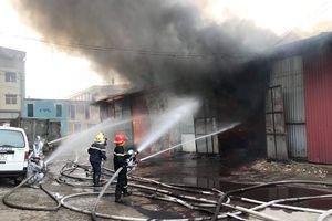 Cháy lớn tại khu nhà xưởng trên đường Ngọc Hồi (Hà Nội)