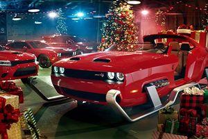 Dodge chế tạo xe trượt tuyết 'cơ bắp' cho ông già Noel