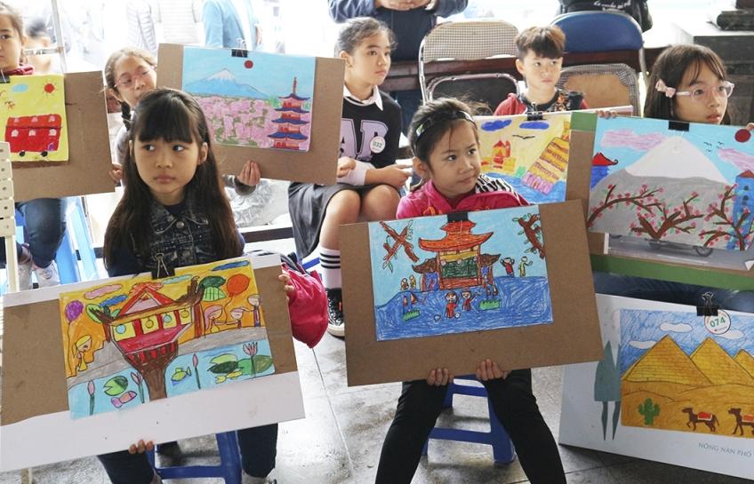 'Khám phá thế giới' qua ánh mắt trẻ thơ