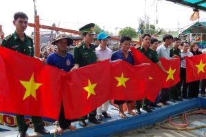 Trao tặng 1.200 lá cờ Tổ quốc cho nhân dân biên giới tỉnh Bạc Liêu