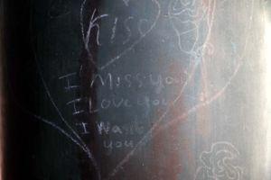 'Hiền, Nhung, Lâm yêu Trâm', đủ kiểu viết bậy chữ Việt khắp nơi ở Huế