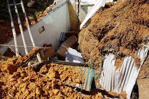 Cả gia đình suýt chết vì hàng xóm nửa đêm xây nhà gây sạt lở