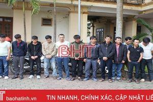 Bắt quả tang 14 con bạc đang say sưa 'xóc đĩa' ở Can Lộc