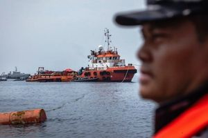Indonesia ngừng tìm kiếm nạn nhân vụ máy bay rơi