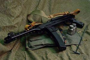 Hà Tĩnh: Mâu thuẫn trên bàn rượu, xách súng AK uy hiếp hàng xóm
