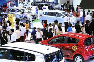 Cuối năm, xe nhập về ồ ạt, dân Việt vẫn 'dài cổ' chờ xe giá rẻ