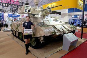 Phương Tây chê xe yểm trợ Trung Quốc 'tua tủa' vũ khí
