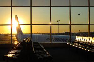 Máy bay Boeing 777 của Air France hạ cánh khẩn cấp vì bốc khói
