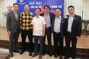 Doanh nhân Vũ Văn Tiền chuyển giao chức Chủ tịch Câu lạc bộ Sao Đỏ cho doanh nhân Nguyễn Cảnh Hồng