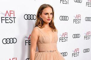 Natalie Portman thu hút mọi ánh nhìn khi diện váy màu nude gợi cảm
