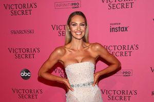 Những bộ cánh xuyên thấu gợi cảm của dàn thiên thần Victoria's Secret