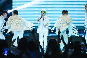 Vũ Cát Tường khoe tóc xanh, 'bắn' nốt cao cực chất trong đêm concert