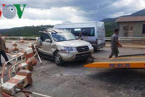 Ô tô 7 chỗ bị xe khách tông, 3 người bị thương nặng