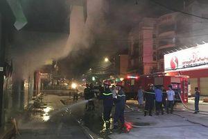 Cháy lớn cửa hàng điện thoại lúc nửa đêm ở Quảng Ninh