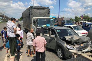 Tai nạn liên hoàn trên Xa lộ Hà Nội, 2 người bị thương