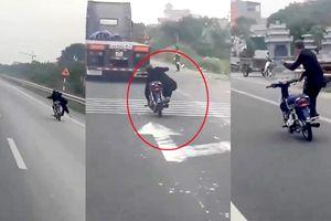 Phẫn nộ nam thanh niên lái xe máy 'diễn xiếc', lao vun vút trên quốc lộ 1A