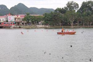 Hàng trăm người tìm kiếm thi thể người đàn ông đuối nước trên hồ