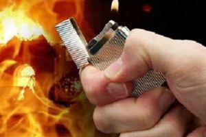 Ghen tuông, chồng tẩm xăng đốt vợ