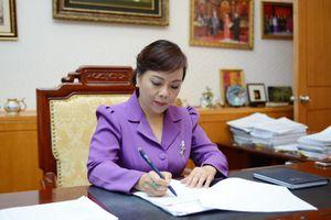 Bộ trưởng Nguyễn Thị Kim Tiến chúc mừng thầy, cô giáo ngành Y tế