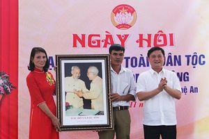 Tân chủ tịch tỉnh Nghệ An dự Ngày hội Đại đoàn kết xã Vân Diên