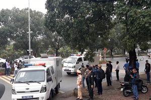 Xe đặc chủng đưa tướng Phan Văn Vĩnh và đồng phạm đến tòa