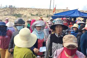 Dân giữ xe chở công binh 3 ngày phản đối dự án điện mặt trời
