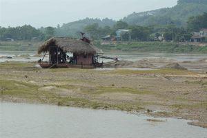 Yên Bái: Bát nháo khai thác cát sỏi khiến hàng trăm ha ruộng vườn lở xuống sông