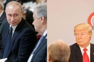 Tổng thống Putin và tổng thống Donald Trump tranh thủ trò chuyện bất chấp việc thay đổi chỗ ngồi vào phút chót