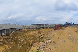 Toàn cảnh công trình 'khủng' xây trái phép làm lệch dòng chảy sông Mã