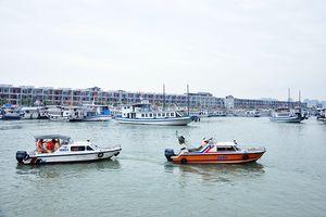 Tổng kiểm tra tàu du lịch trên vịnh Hạ Long, Bái Tử Long
