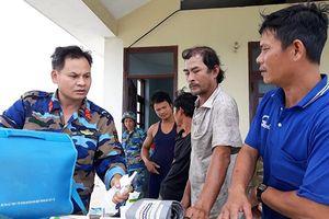Giúp ngư dân vững tin bám biển đánh bắt hải sản