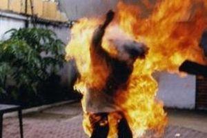 Điều tra nghi án chồng đổ xăng châm lửa đốt vợ