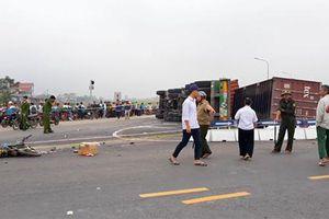 Danh tính hai mẹ con tử vong trong vụ container lật ngang trên đường