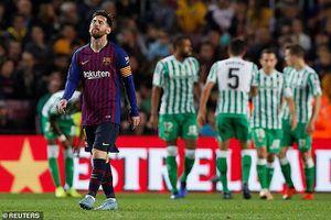 Messi tái xuất rực rỡ, Barcelona vẫn thua sốc tại Camp Nou