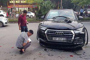 Xế hộp Audi Q5 đâm liên hoàn ô tô xe máy ở Hà Nội