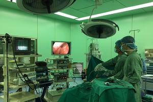 Phẫu thuật cắt u mạc treo nghi ác tính nặng 3kg trong bụng bệnh nhân ở TP.HCM