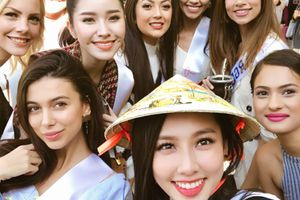 Nhan sắc Việt 'khóc cười' với tiếng Anh