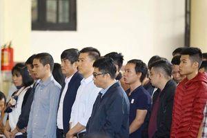 Xét xử ông Phan Văn Vĩnh: Cựu Trung tướng tỏ ra lúng túng trong buổi đầu mở tòa