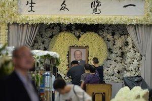 Tỷ phú Jack Ma, 'Dương Quá' Huỳnh Hiểu Minh và nhiều nghệ sĩ đến viếng nhà văn Kim Dung