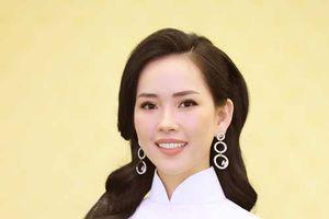Bất ngờ với nhan sắc mẹ 3 con được ví như bản sao Lee Honey tại Chung khảo Người mẫu quý bà Việt Nam