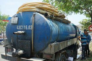 Tài xế đổ hàng tấn nhớt thải xuống cống bị phạt gần 123 triệu