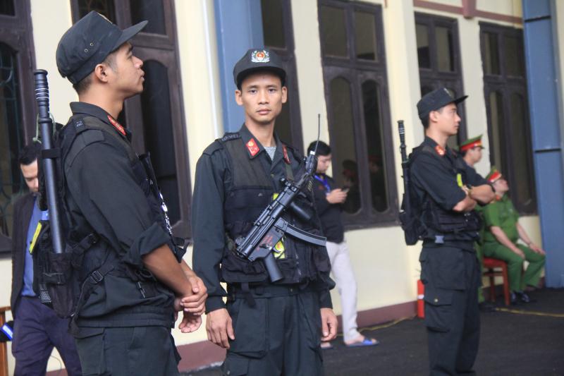 Cảnh sát cơ động có mặt tại phiên tòa xét xử Phan Văn Vĩnh