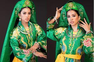 Hoa hậu Tiểu Vy múa chầu văn tại Miss World 2018