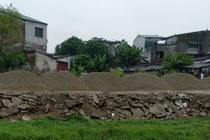 Vụ làm đường bằng rác thải xây dựng: Cần thượng tôn pháp luật