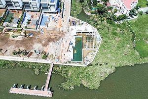 Hành lang ven sông Sài Gòn đang bị 'bóp nghẹt'